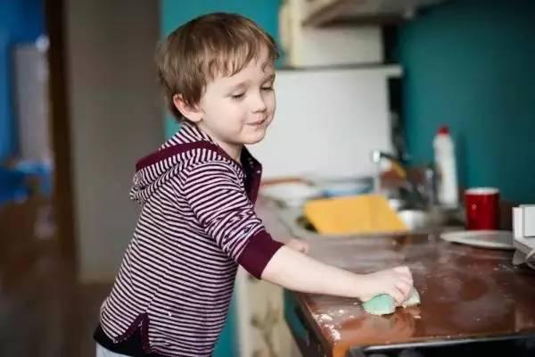 儿童该不该做家务,荆楚潮教育这么说